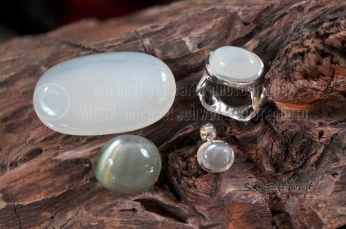 Silberschmuck - Aquamarine und Silberring auf Holz am 9. Februar 2018 (© schwartz photographie)