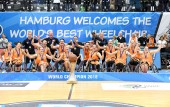 Medaillen-Zeremonie Damen bei der Rollstuhlbasketball-WM 2018 in Hamburg am 25.8.2018 (© MSSP - Michael Schwartz)