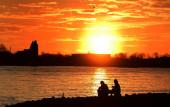 Sonnenuntergang an der Elbe am 24. Februar 2021 (© schwartz photographie)